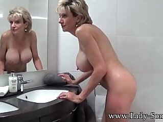 UK MILF Lady Sonia makes herself cum while giving JOI