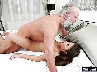 Hungarian Anita Bellini sucks before fucked for cum